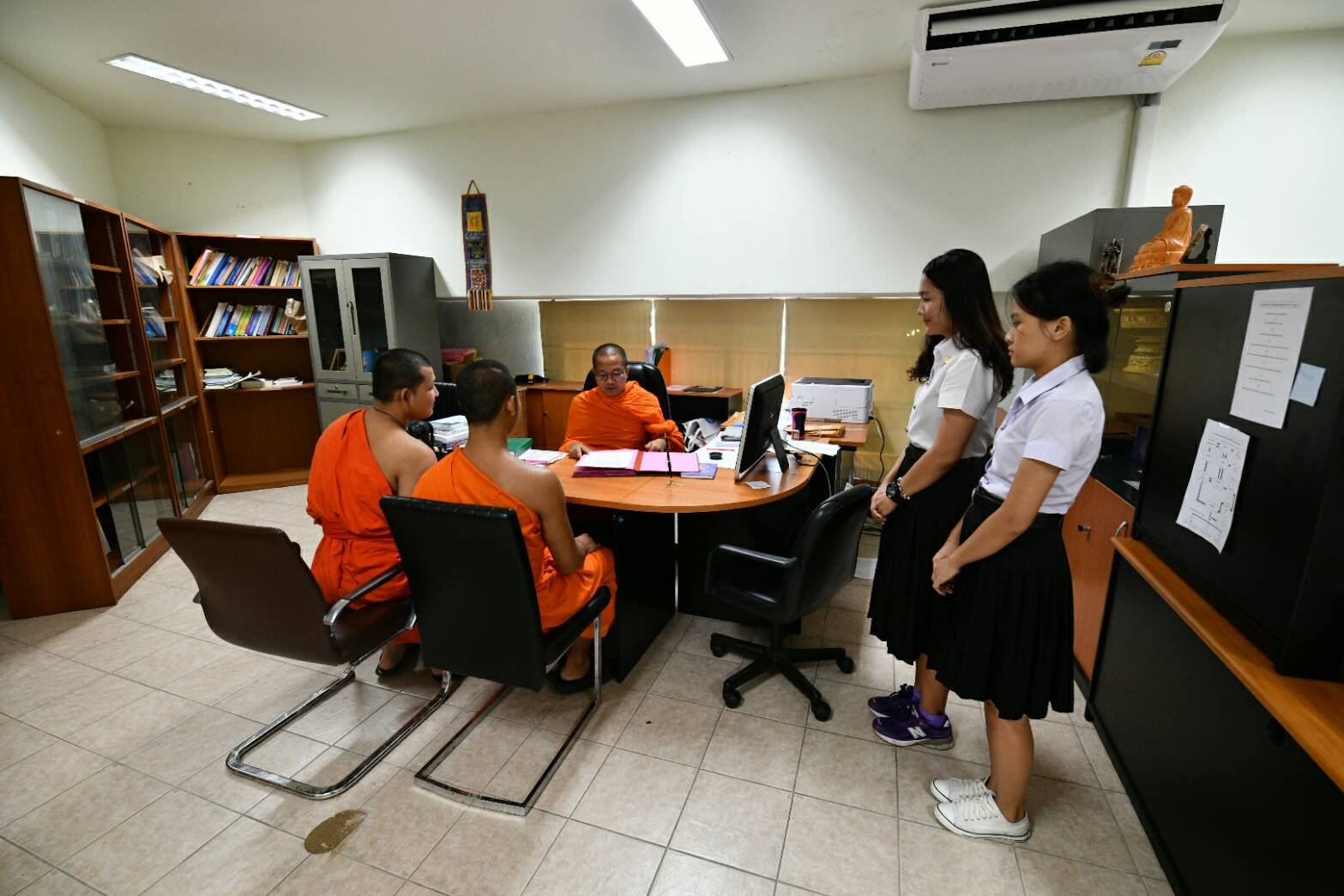 นิสิตคณะครุศาสตร์ สาขาการสอนภาษาอังกฤษ ชั้นปีที่ ๔ เข้าศึกษาดูงานส่วนงานบริหาร ศูนย์อาเซียนศึกษา มจร