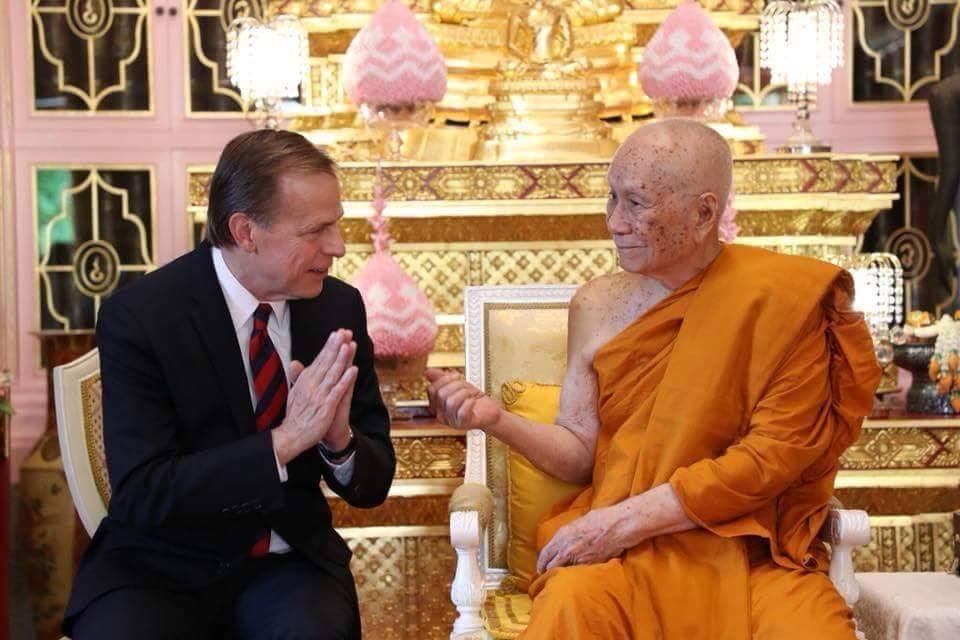โปรดให้ นายกลิน ที. เดวีส์ (Glyn T. Davies) เอกอัครราชทูตสหรัฐอเมริกาประจำประเทศไทย เฝ้าถวายสักการะ